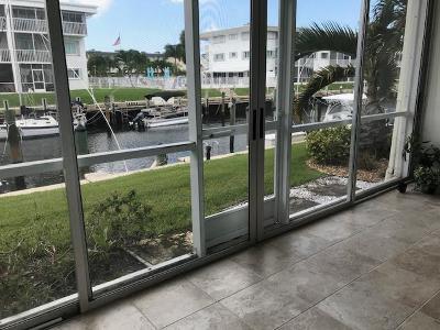North Palm Beach Condo For Sale: 121 Wettaw Lane #116