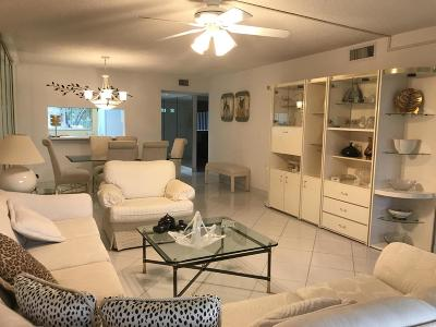 Palm Beach County Condo For Sale: 4735 Lucerne Lakes Boulevard #114