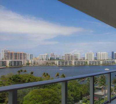 Miami-Dade County Condo For Sale: 17301 Biscayne Boulevard #802