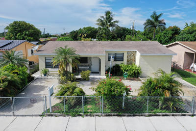 Miami-Dade County Single Family Home For Sale: 1165 W 32nd Street