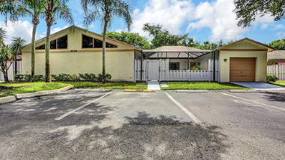 Boynton Beach Townhouse For Sale: 8888 Thumbwood Circle #D