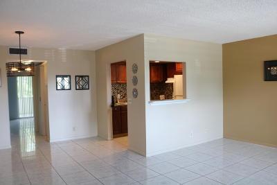 West Palm Beach Condo For Sale: 257 Southampton C