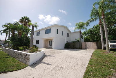 Riviera Beach Single Family Home For Sale: 401 Wilma Circle