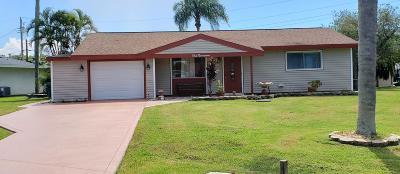 Single Family Home For Sale: 119 SE Camino Street