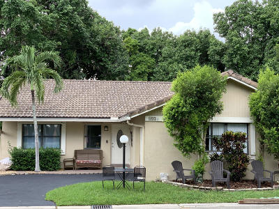 Coral Springs Single Family Home For Sale: 402 Shadow Wood Lane