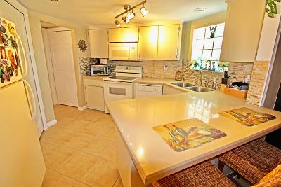 Royal Palm Beach Townhouse For Sale: 152 Weybridge Circle #A