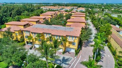 Boca Raton Townhouse For Sale: 545 NE 69th Circle