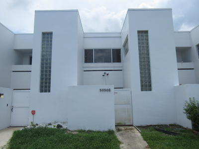 West Palm Beach Townhouse For Sale: 5050 Elmhurst Road #E