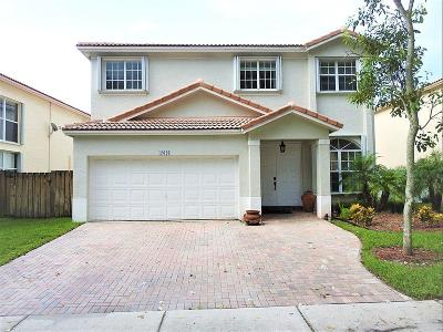 Pembroke Pines Single Family Home For Sale: 17026 NW 19th Street
