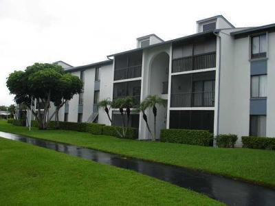 West Palm Beach Condo For Sale: 1011 Green Pine Boulevard #C3