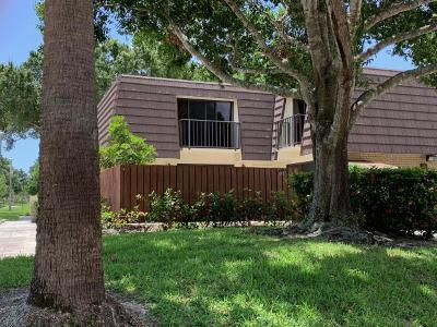 West Palm Beach Townhouse For Sale: 7301 73rd Way