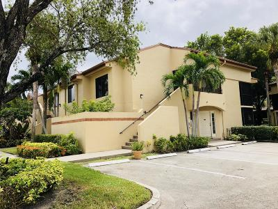 Delray Beach Condo For Sale: 7533 Glendevon Lane #908