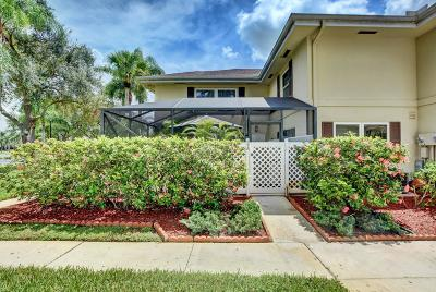 Royal Palm Beach Townhouse For Sale: 37 Danbury Court #A
