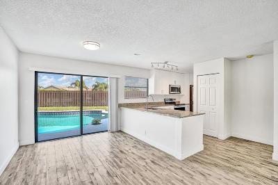 Lake Worth Single Family Home For Sale: 5552 Barnstead Circle