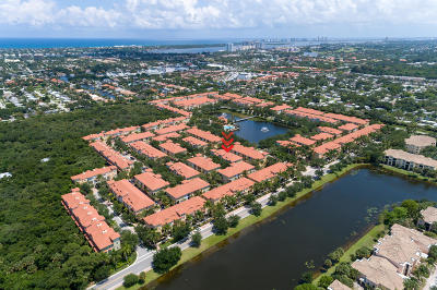 Palm Beach Gardens Townhouse For Sale: 2705 Ravella Way