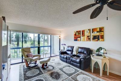 West Palm Beach Condo For Sale: 3050 Presidential Way #203
