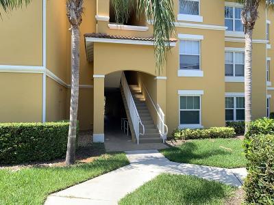 Vero Beach Condo For Sale: 5090 Fairways Circle #203