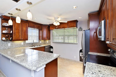 Delray Beach Condo For Sale: 109 Mockingbird Lane