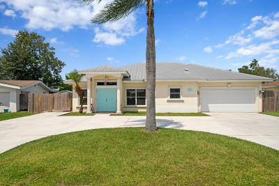 St Lucie County Single Family Home For Sale: 220 SE Camino Street
