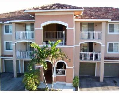 West Palm Beach Condo For Sale: 6400 Emerald Dunes Drive #201