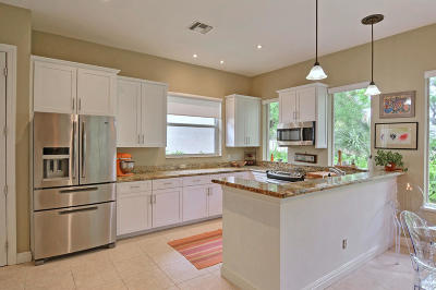 Vero Beach Single Family Home For Sale: 9056 Englewood Court
