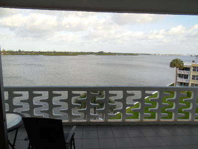 Palm Beach Condo For Sale: 2760 S Ocean Boulevard #403