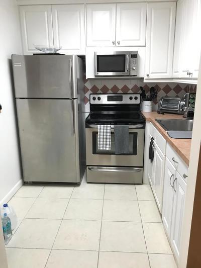 West Palm Beach Condo For Sale: 218 Southampton A