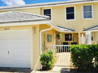 Palm Beach Gardens Townhouse For Sale: 12812 Woodmill Drive
