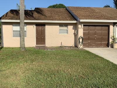 Lake Worth Townhouse For Sale: 5674 Waltham Way