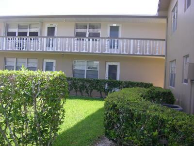 West Palm Beach Condo For Sale: 323 Windsor #323
