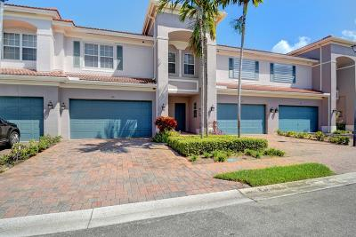 Boynton Beach Townhouse For Sale: 126 Lancaster Road