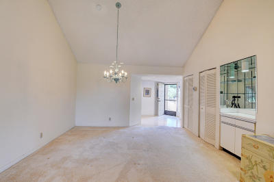 Delray Beach Condo For Sale: 7515 Glendevon Lane #606