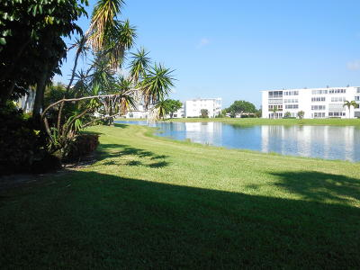 West Palm Beach Condo For Sale: 111 Wellington C