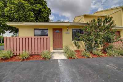 Delray Beach Single Family Home For Sale: 16423 Strawberry Way