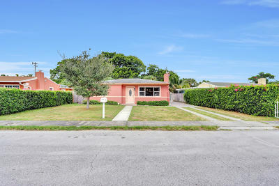 West Palm Beach Single Family Home For Sale: 5807 Churchill Circle W