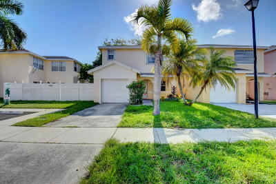 Broward County Single Family Home For Sale: 4066 Eastridge Circle