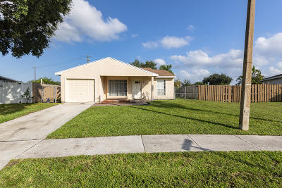 Royal Palm Beach Single Family Home For Sale: 1241 Moonlight Way