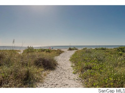 Sanibel Condo For Sale: 979 E Gulf Dr #163