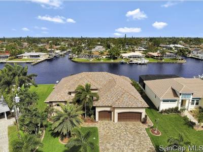 Cape Coral Single Family Home For Sale: 405 Coral Dr