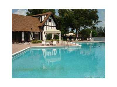 Lauderhill Condo/Townhouse For Sale: 3690 Inverrary Dr #2Q