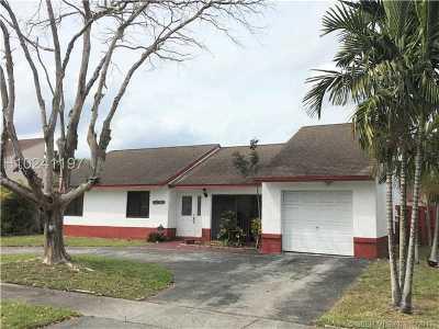 Miramar Single Family Home For Sale: 9241 S Cypress Cir