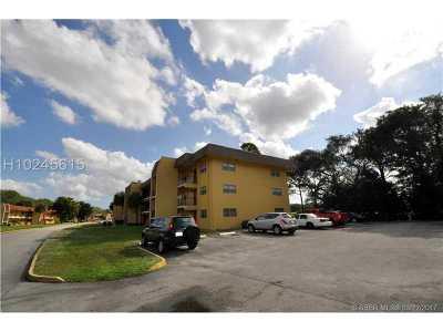 Tamarac Condo/Townhouse For Sale: 8020 Colony Cir #108