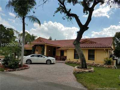 Plantation Single Family Home For Sale: 581 SW 101st Ter