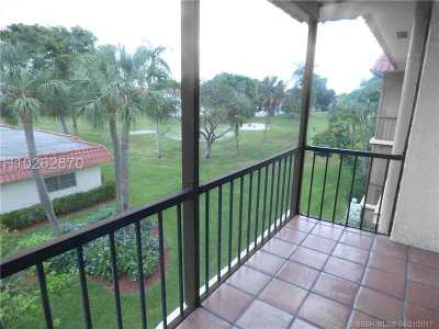 Pembroke Pines Condo/Townhouse For Sale: 811 S Hollybrook Dr #309