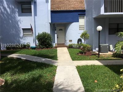 Davie FL Condo/Townhouse For Sale: $169,999