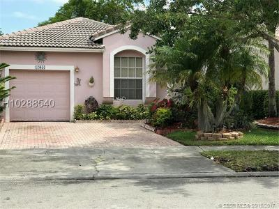 Pembroke Pines Single Family Home For Sale: 17055 NW 11th St