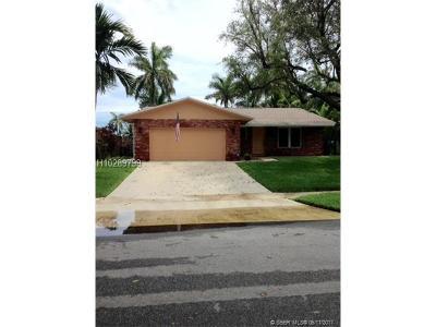 Dania Beach Single Family Home For Sale: 642 NE 2nd Pl