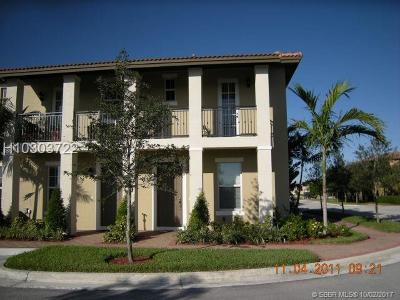 Pembroke Pines Condo/Townhouse For Sale: 1104 SW 146th Ter #1104