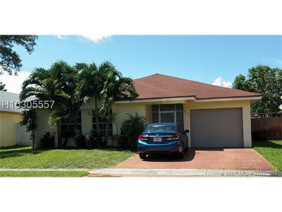 Pembroke Pines Single Family Home For Sale: 9871 SW 9th Court