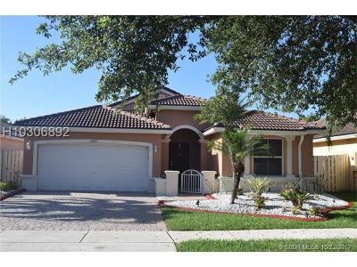 Miramar Single Family Home For Sale: 13853 SW 32nd St
